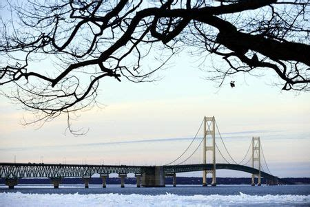 Text alerts now available for Mackinac Bridge closures