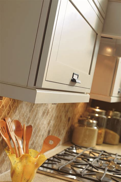 Traditional Light Rail Moulding - Decora Cabinetry