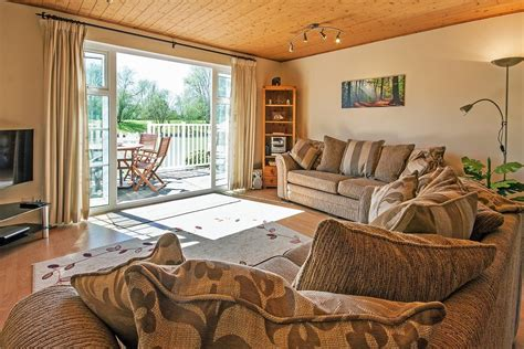 Isis Lakes 79, Reflections (P) - Cotswold Holiday Cottages