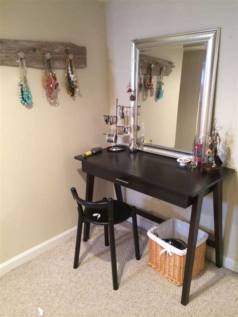 #DIY dressing table / #vanity using a desk and mirror from