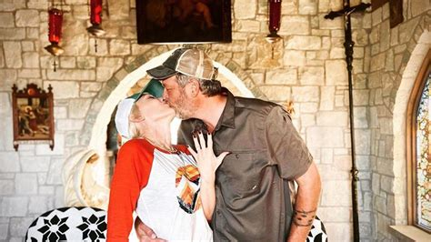 Blake Shelton and Gwen Stefani Are Engaged: See the Ring