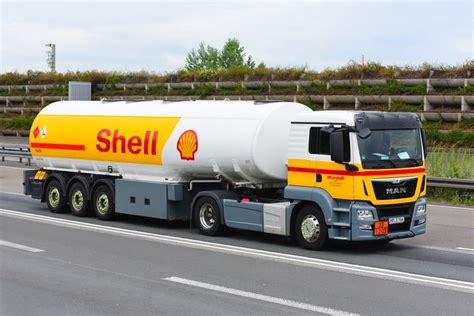 Shell's new V-Power fuel offers the eco-friendly, MMT-free